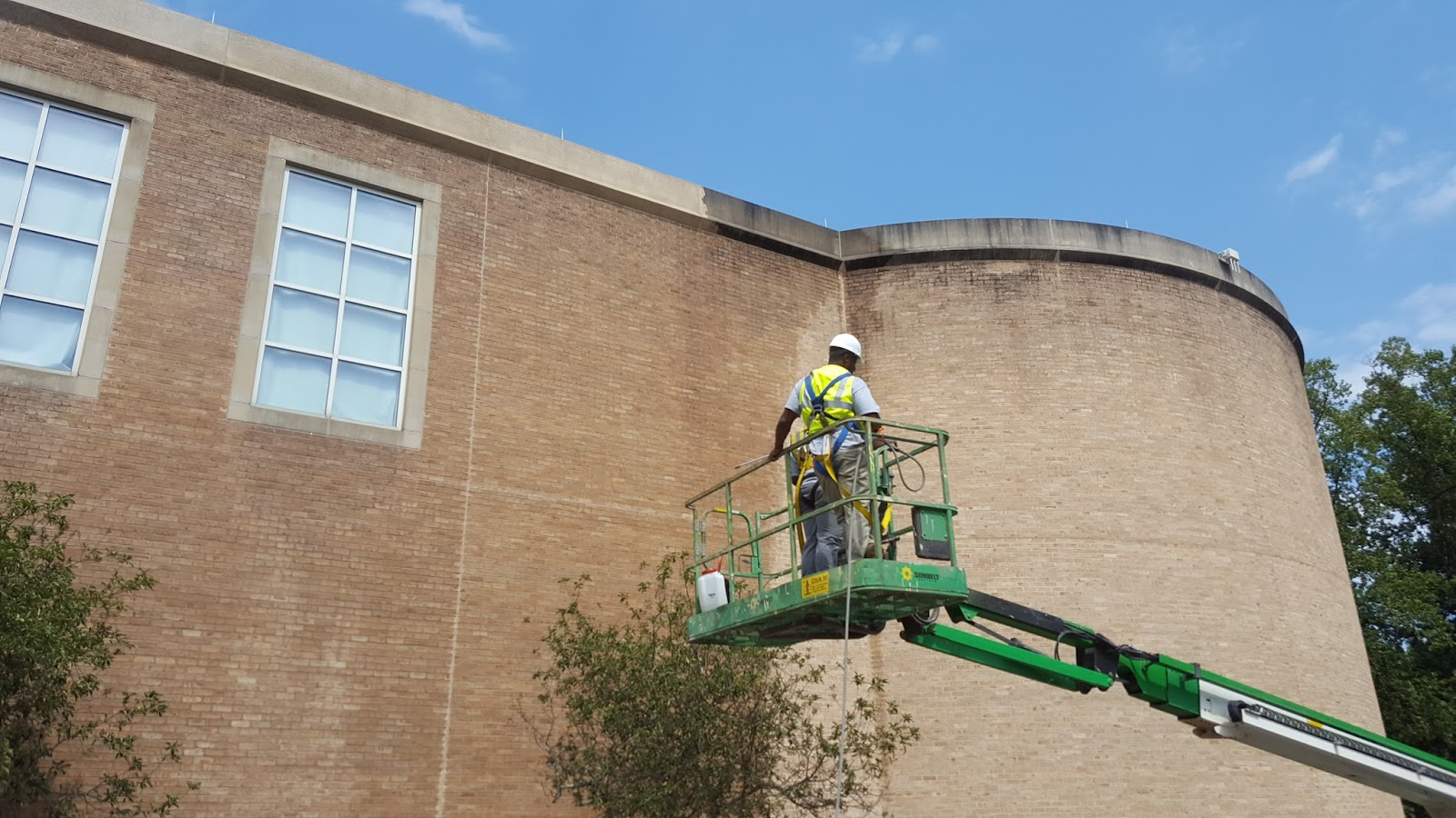 Window Cleaning | Pressure Washing | Gutter Cleaning