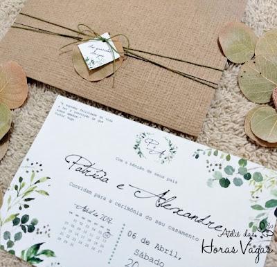 convite de casamento artesanal personalizado floral flores do campo rústico folhagem folhas verdes casamento no campo ao ar livre campestre envelope papel kraft texturizado telado tecido cordão encerado folha moeda
