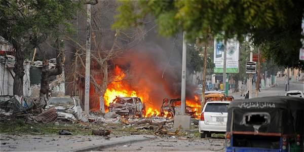 Atentado con carro bomba en hotel de la capital de Somalia