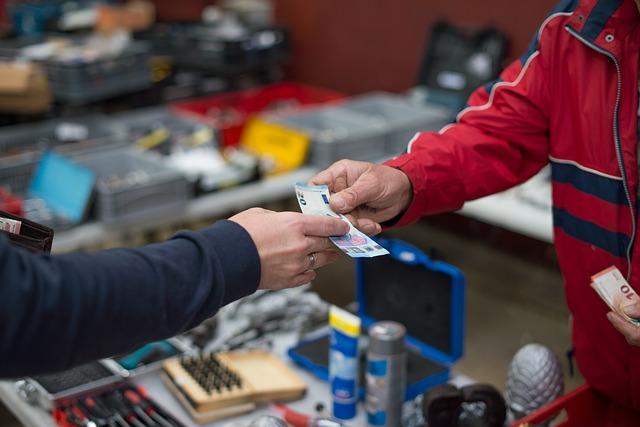 Bisnis jasa titip atau yang juga dikenal sebagai personal shopper