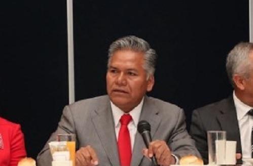 Fernando Zamora Morales, corbata roja