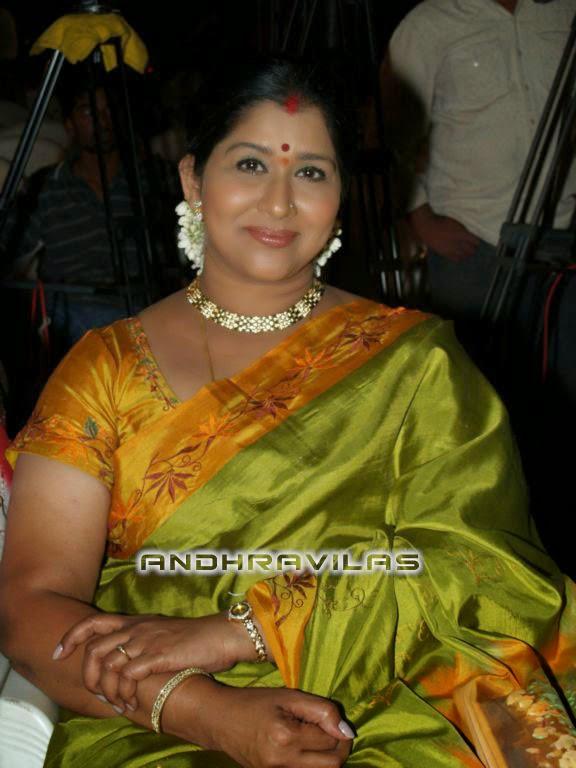 22 tamil aunty boobs pressed boss 10