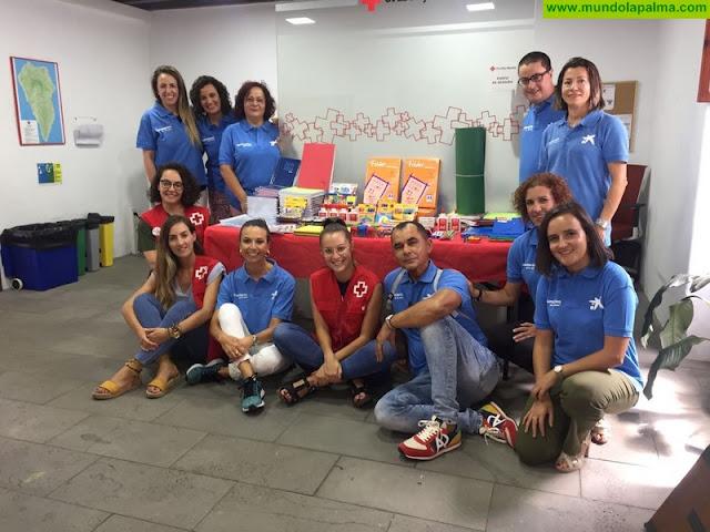 Cruz Roja recibe una donación de material escolar por parte del voluntariado corporativo de La Caixa