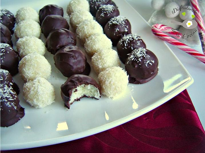 BOLITAS DE COCO CUBIERTAS DE CHOCOLATE