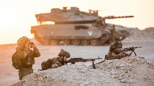 Un tanque de Israel lanza un disparo de advertencia cerca de un puesto fronterizo en Siria