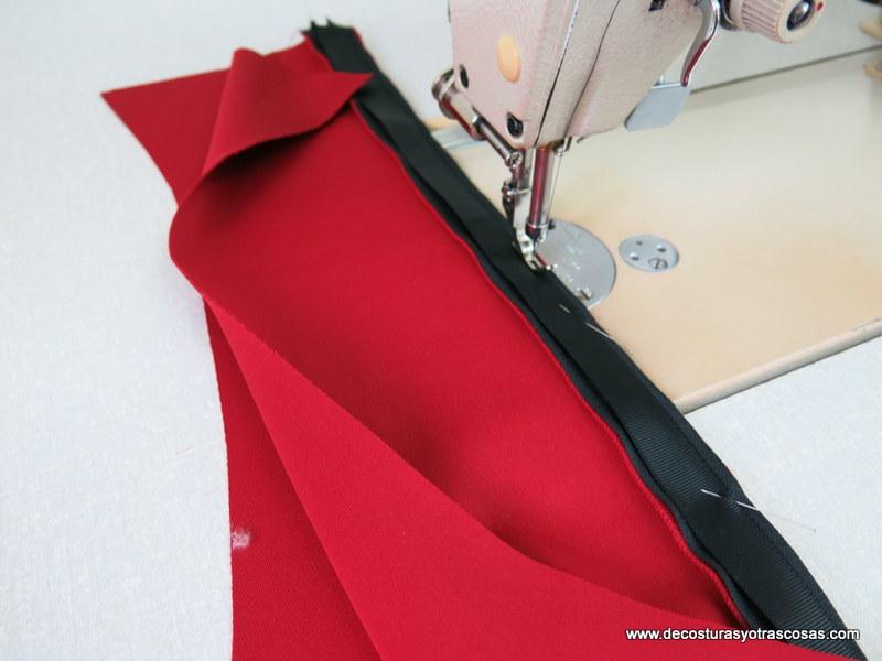 como coser una tapeta protectora en una cremallera