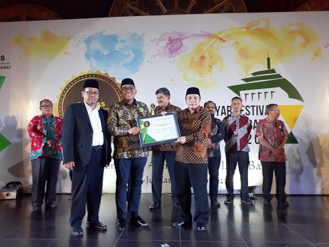 Inisiatif Zakat Indonesia Raih Anugerah LAZ Terbaik 2018