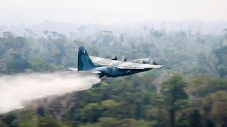 Pesawat Hercules Padamkan Api Amazon
