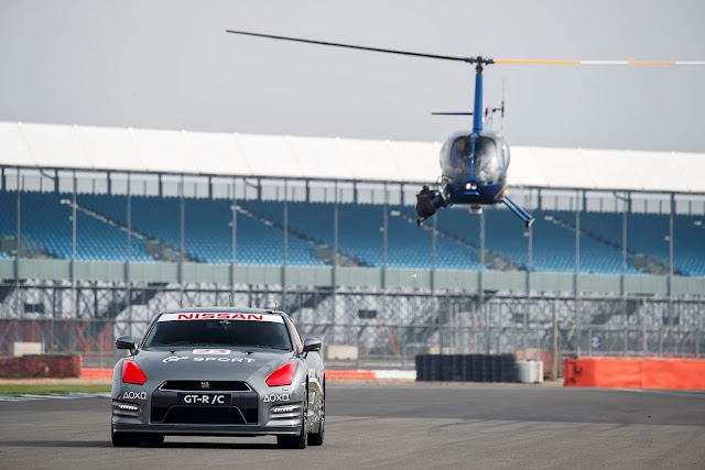 The first Nissan GT-R controlled by a PlayStation reaches the 210 km/h in Silverstone