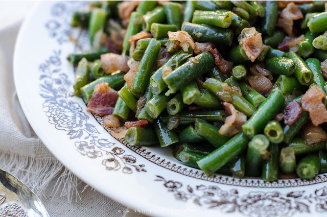 Add extra flavor to your to your green beans with bacon and onions.  #recipe #vegetables #greenbeans #andersonandgrant