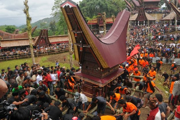 Tana Toraja Funeral Procession in South Sulawesi Indonesia  Indonesian Islands Culture Tourism