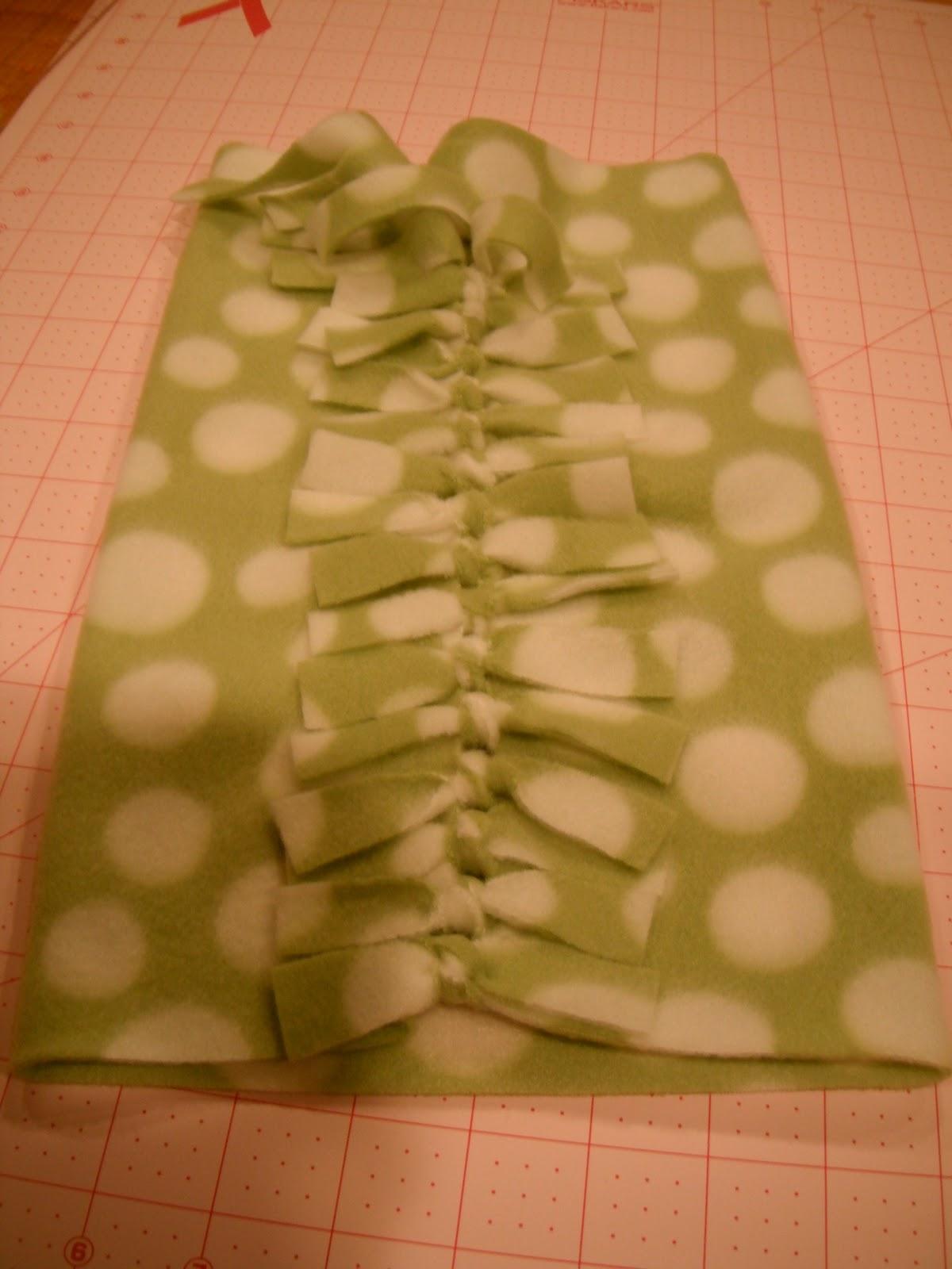 5c4a94df91e How to make an easy no sew fleece hat and scarf