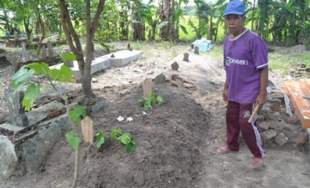 Heboh! Pencurian Tali Pocong, Mayatnya Muncul Diatas Tanah Hingga Menggemparkan Warga Sekitar