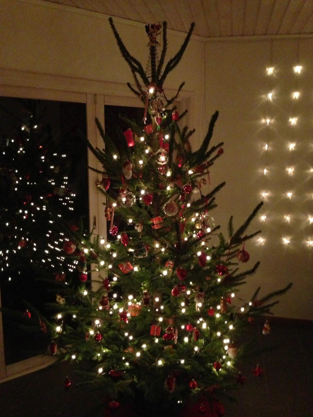 piff och puff klär julgranen