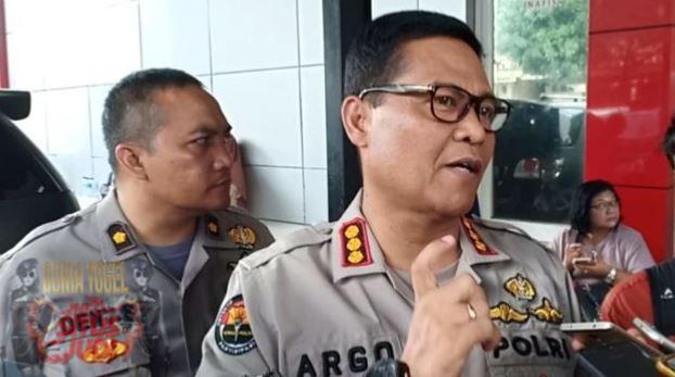 Patroli303 - Polisi Berhasil Menangkap 6 Orang yang Membawa Uang Asing Sebesar Rp90 Miliar