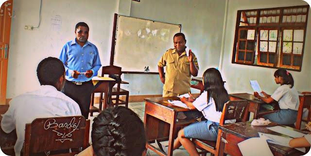 Yohanis Bassang Buka Pelaksanaan Ujian Sekolah di Mimika