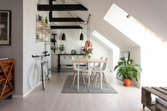 Sillas Wood Chair blancas.