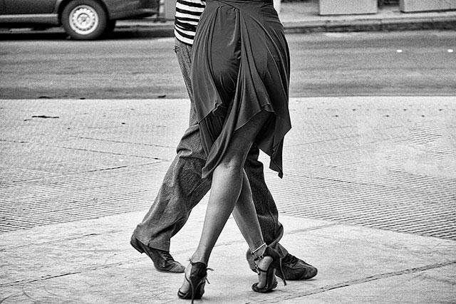 Blanco y Negro.Pareja bailando tango.