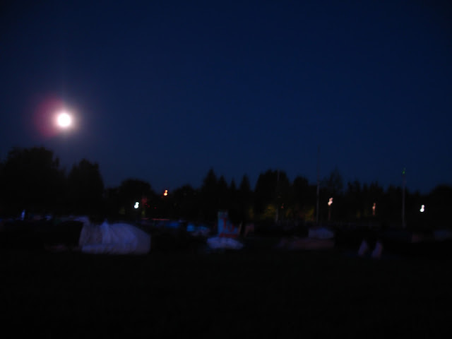 Full Moon Yoga Wild Here Get Outside