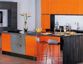 cocina en plata y naranja