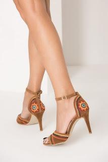 Nakışlı Süet Topuklu Ayakkabı