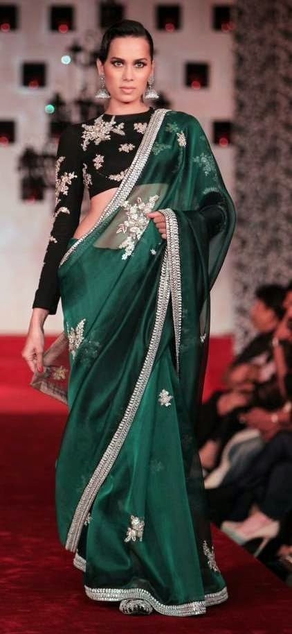 MODEL WALK IN FASHION WEEK SAREE BLOUSE