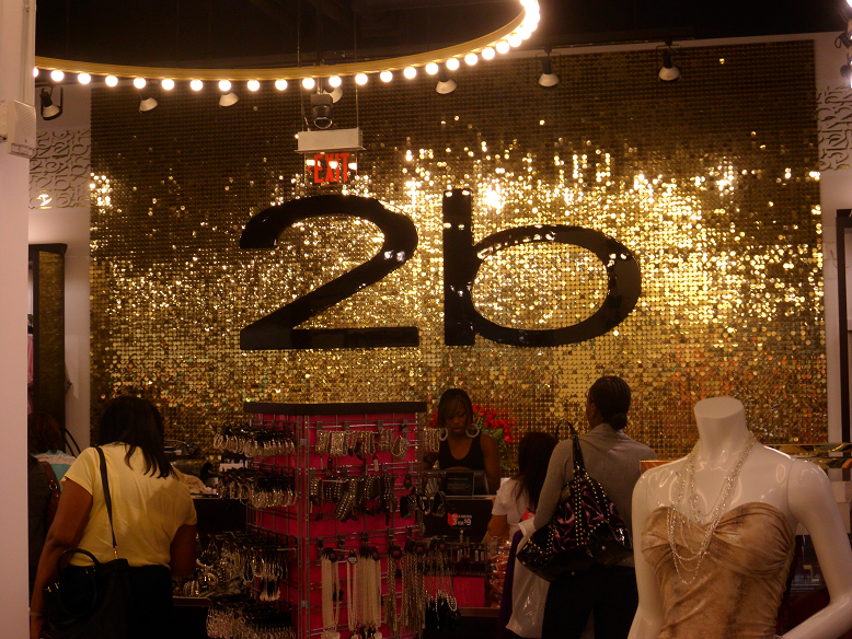 6898e7eb7 Loja de roupas femininas 2B em Orlando