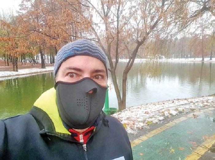 Răzvan a dat 30 de lei pe această mască antivânt