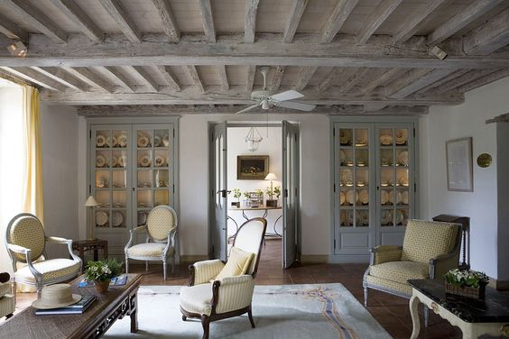 Breathtaking European farmhouse decorated room found on Hello Lovely Studio