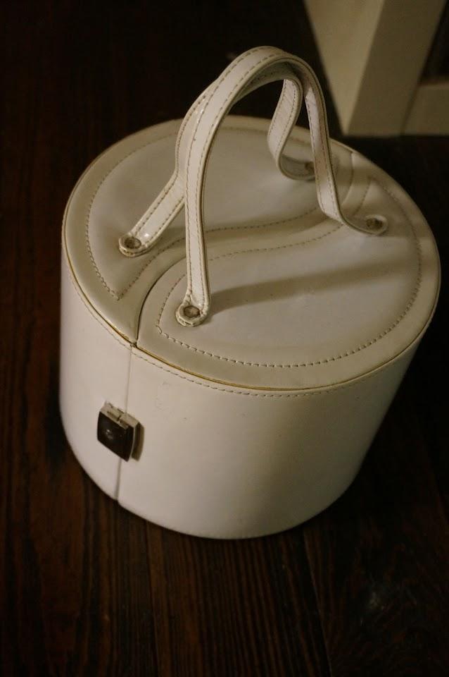 la boite à bijou qui va être recyclée en sac à main  70s jewellery box ... soon a handbag