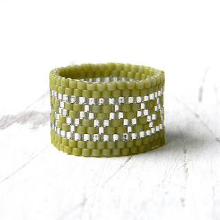купить кольцо из бисера оливковое кольцо ручной работы россия симферополь