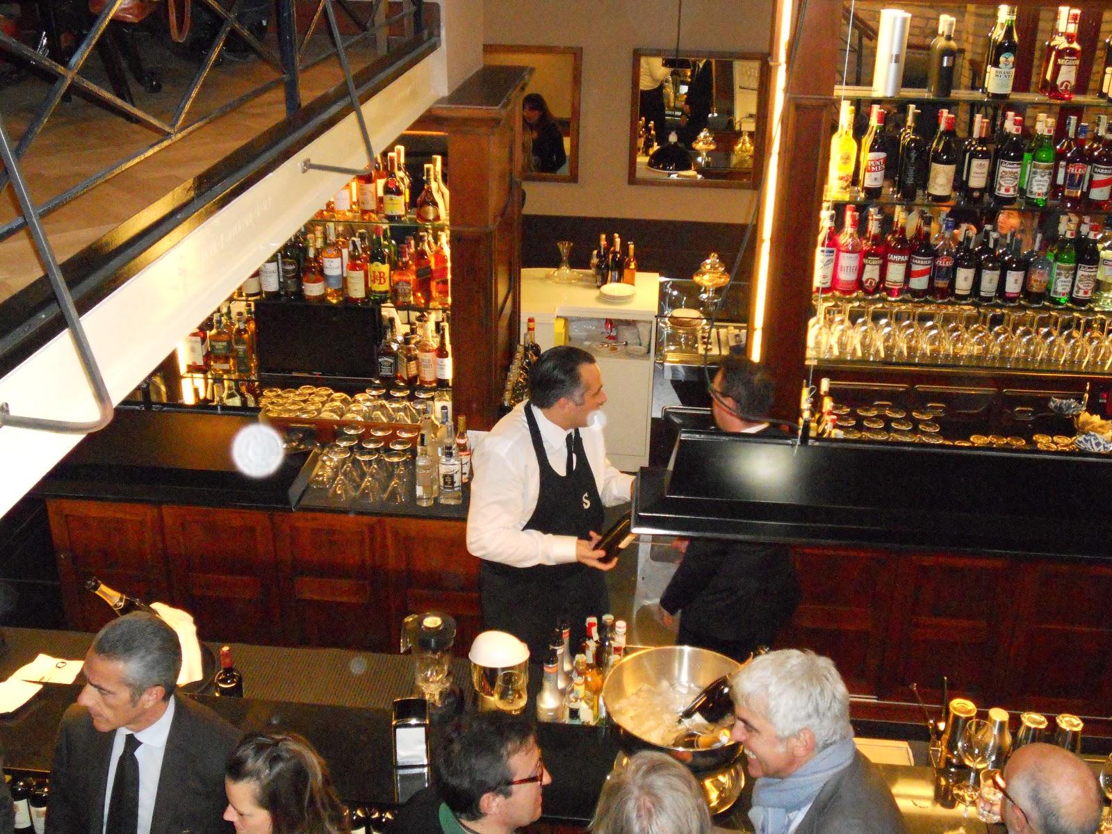 5289a21704c5 un locale nella Roma Umbertina di oggi che facesse risplendere i fulgori  della tradizione dei grandi Caffè del  900.