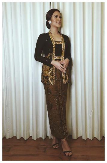 Model Baju Kebaya Raisa Warna Hitam Klasik Artis Cantik Indonesia