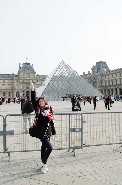 luvr; paryż; francja; girls; happy; tmblr; paris; louvre; france;