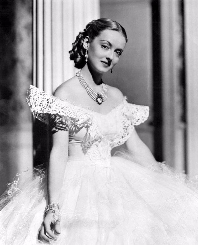 Hollywood Glam Wedding Dresses 25 Spectacular Bette Davis