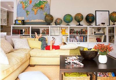 mapas y bolas del mundo para decorar el salón