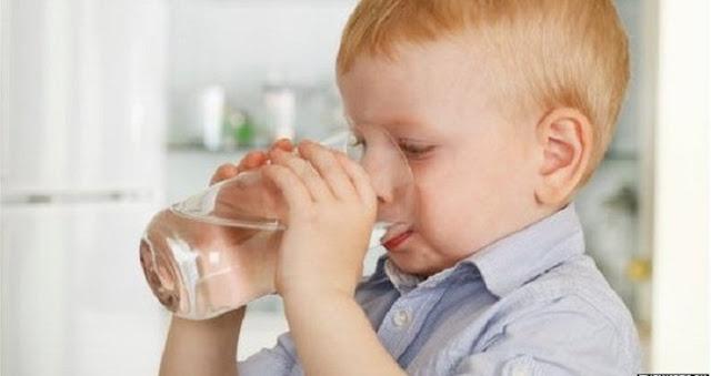 Biasakan untuk segera Minum Air Putih saat Bangun Tidur