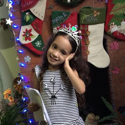 Sophia posando con su corona