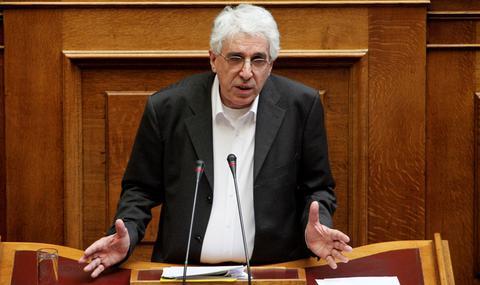 Παρασκευόπουλος: Να αποποινικοποιηθεί το κάψιμο της σημαίας