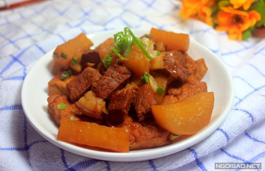 Thịt kho củ cải và đậu phụ