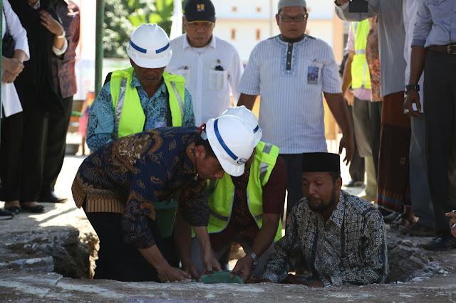 Jokowi Letakkan Batu Pertama Pembangunan Masjid Attaqaruf