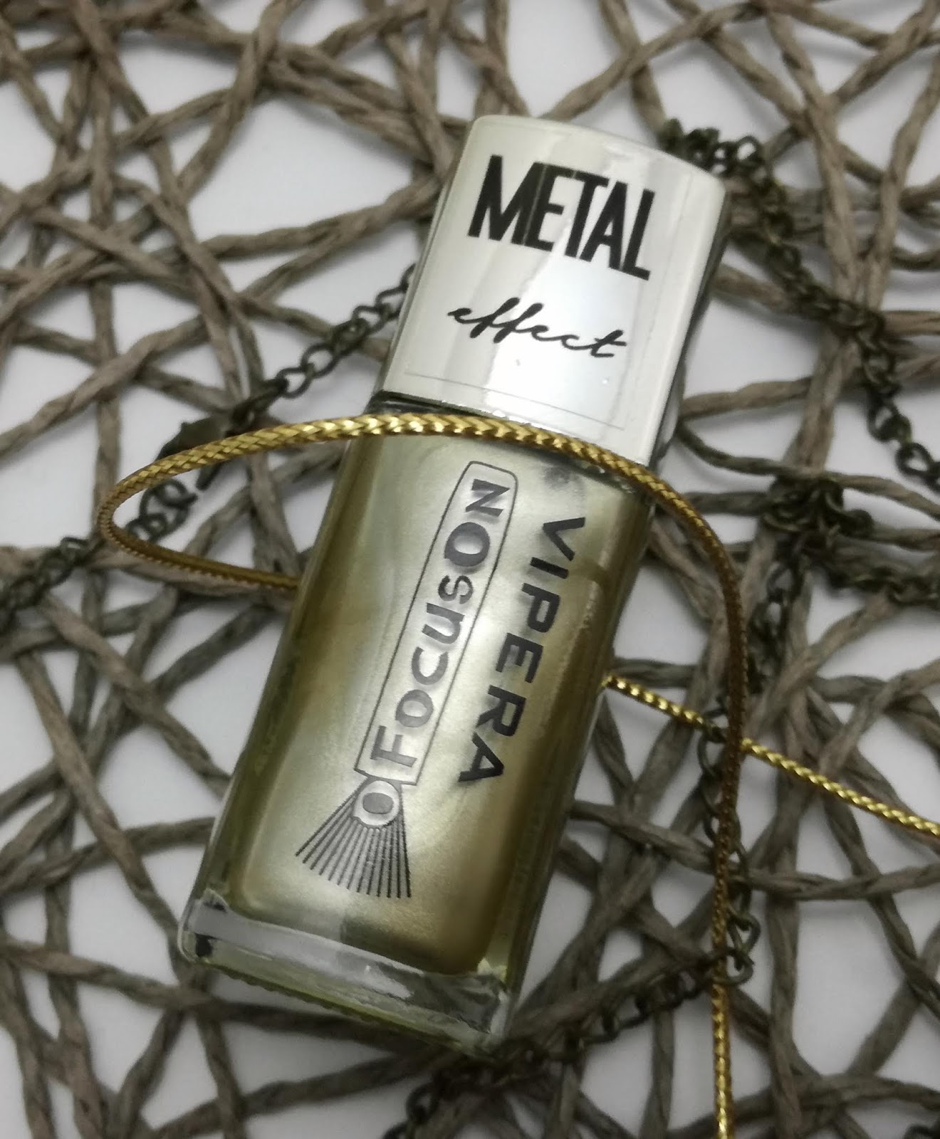 vipera-metal-effect-nail-polish-931-gold