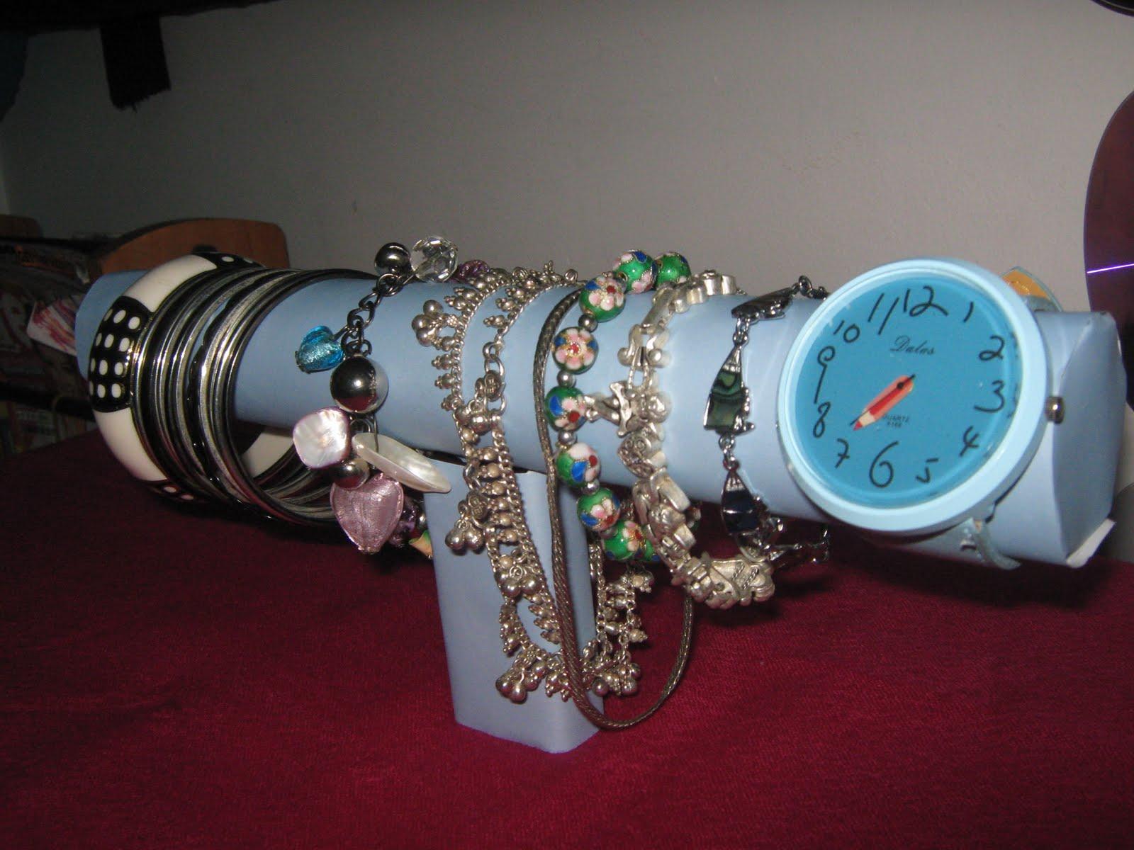 Fashion to DIY for!: DIY bracelet holder
