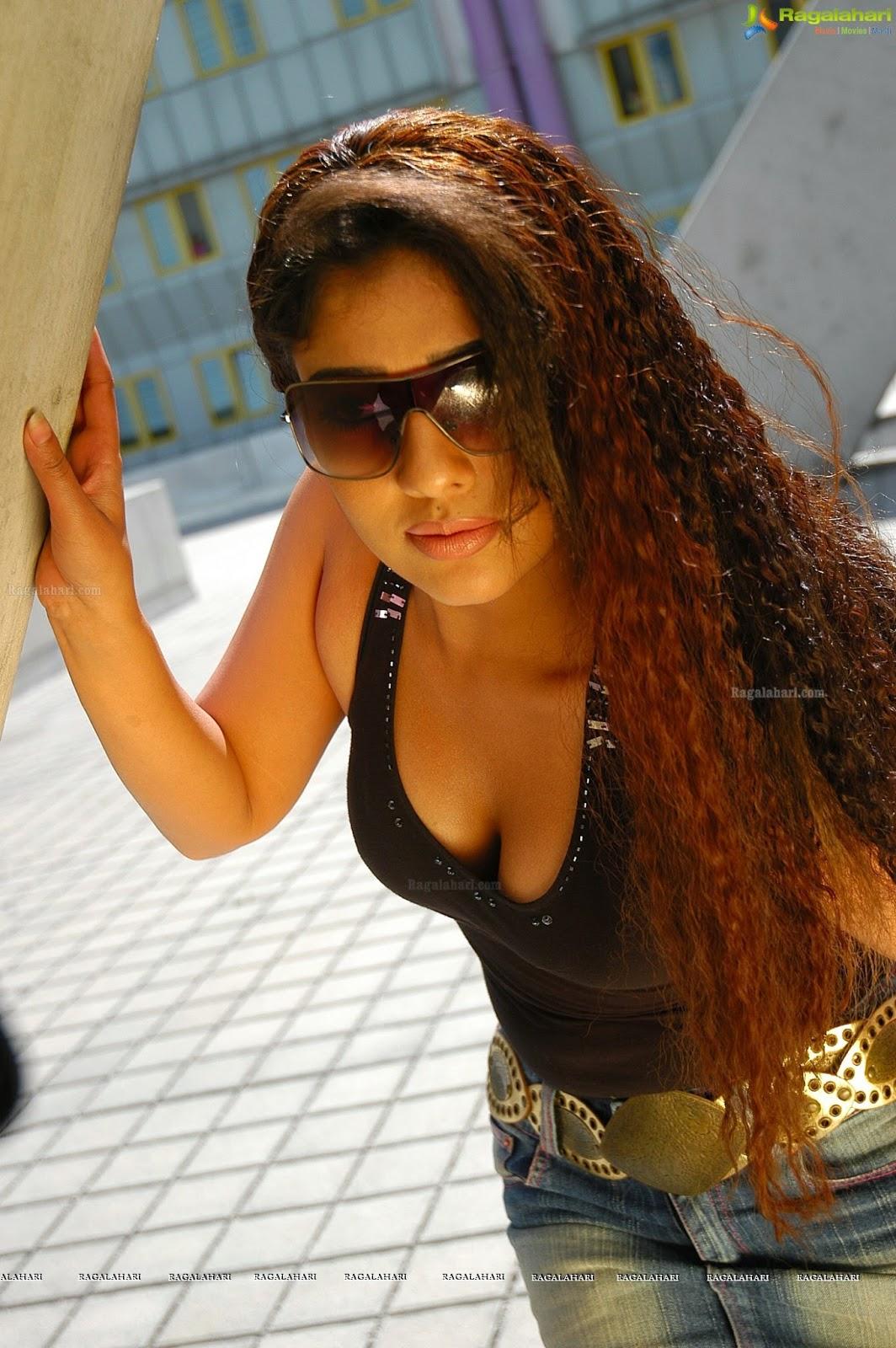 Nayanthara Hot In Black Bra Hd Images - Glamex-8478