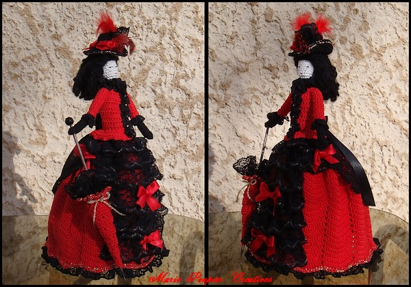 Poupée 1880 robe à tournure