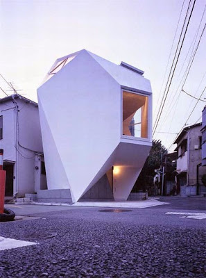 casa con ventanas enormes