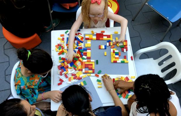 Projeto piloto que ensina braile a crianças cegas é anunciado em São Paulo