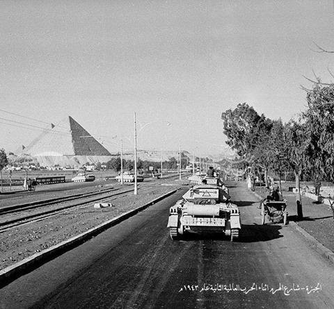 شارع الهرم في الجيزة  عام 1943 م أثناء الحرب العالمية الثانية والتي درات بعض من معاركها علي ارض مصر