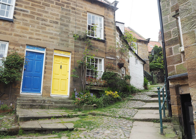 Travel Guide to Whitby robin hoods bay house
