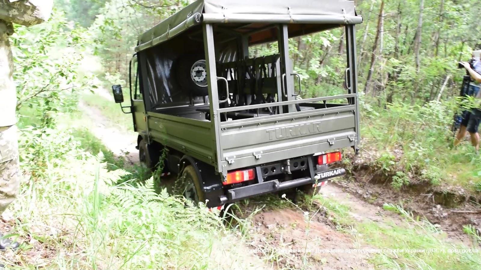 Прикордонники випробовують автомобілі TURKAR